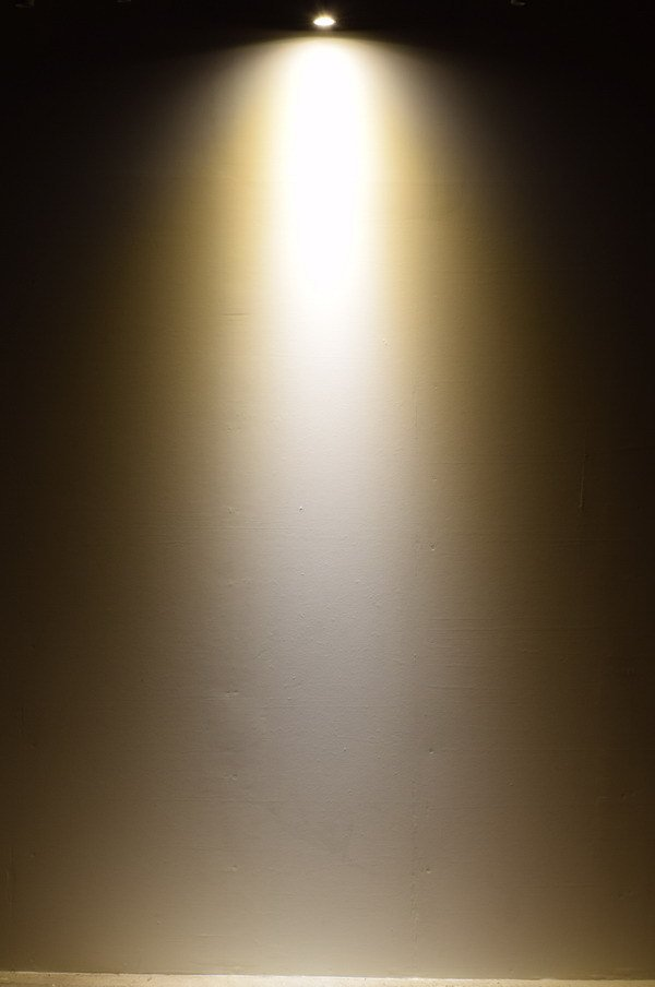 BeeLIGHTのLED電球「BH-0511M-BK-WW-25」の商品画像。実際の配光写真。