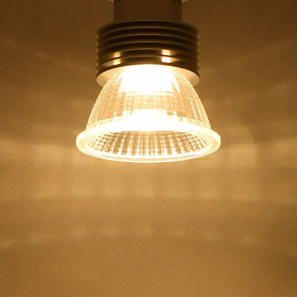 BeeLIGHTのLED電球「BH-0511NC-2400K-30」の実際の配光写真。