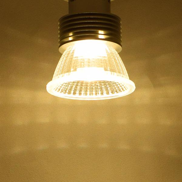 BeeLIGHTのLED電球「BH-0511N-2700K-30」の実際の配光写真。