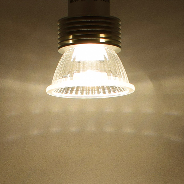 BeeLIGHTのLED電球「BH-0511N-3000K-30」の実際の配光写真。