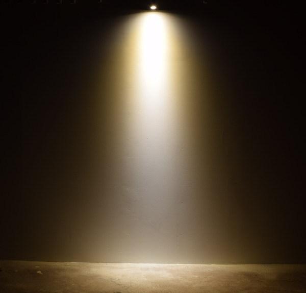 BeeLIGHTのLED電球「BH-0511M-WH-WW-25」の実際の配光写真。