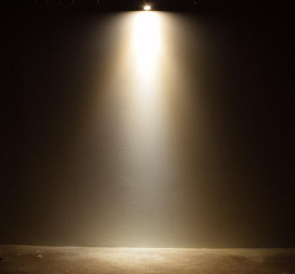BeeLIGHTのLED電球「BH-0711NC-WH-WW」の実際の配光写真。