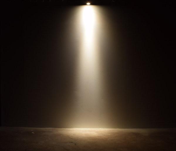 BeeLIGHTのLED電球「BH-0711NC-BK-WW-Ra96-10D」の実際の配光写真。