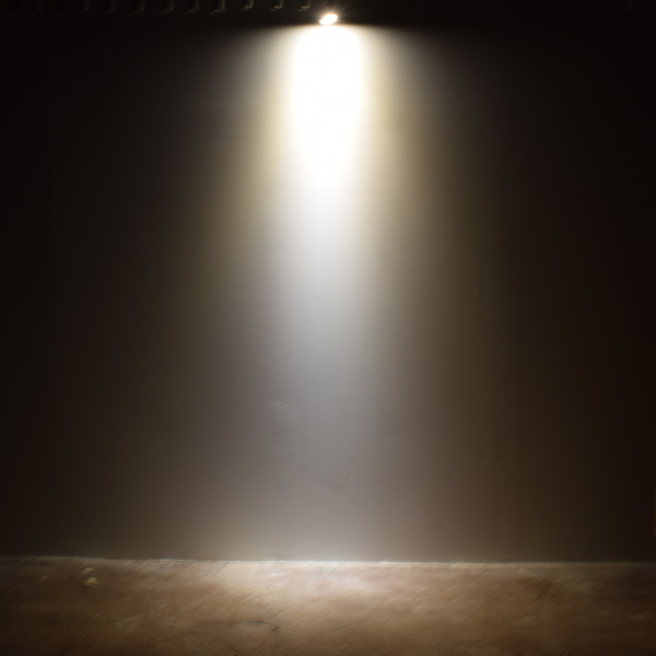BeeLIGHTのLED電球「BH-0711N-BK-WW-Ra96-3000」の実際の配光写真。