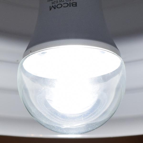 BeeLIGHTのLED電球「BD-0726-IP65-Clear-WW」の商品画像。実際の点灯イメージ。