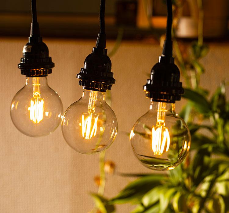 LED電球「BD-0426G80」の実際の点灯イメージ。