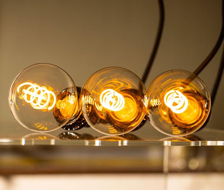 LED電球「BD-0426G80-SPIRAL」の実際の点灯イメージ。