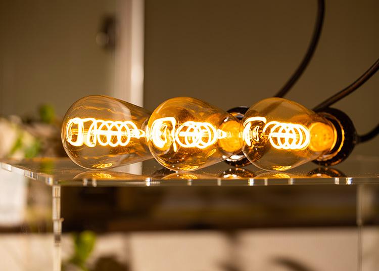 LED電球「BD-0426ST64-SPIRAL」の実際の点灯イメージ。